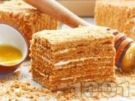 Рецепта Руска торта Медовик с домашен крем от заквасена сметана и крема сирене